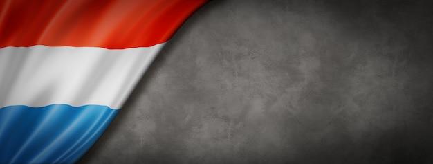 Vlag van luxemburg op betonnen wand Premium Foto