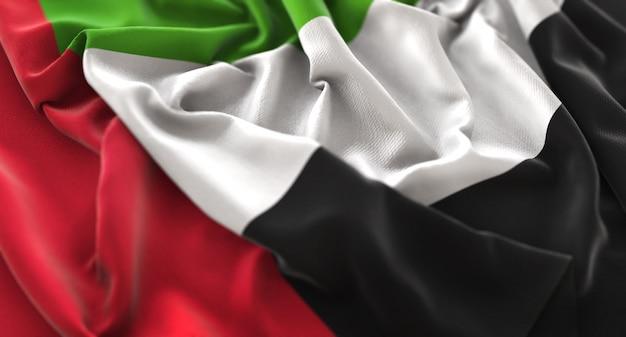Vlag van verenigde arabische emiraten ruffled beautifully waving macro close-up shot Gratis Foto