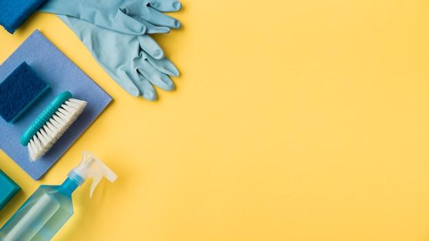 Vlak leg samenstelling van schoonmakende producten met copyspace Gratis Foto