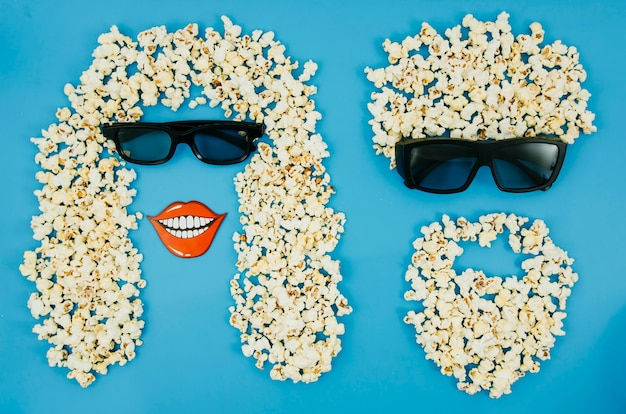 Vlak leg van popcorn en 3d glazen voor bioskoopconcept Gratis Foto