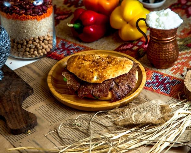 Vlees doner met slagroom Gratis Foto