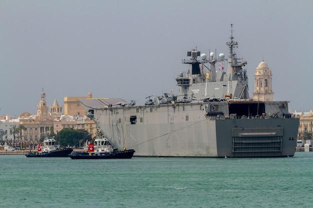 Vliegdekschip l-61 juan carlos i Premium Foto