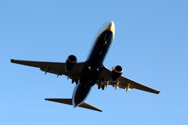 Vliegtuig in de lucht Gratis Foto