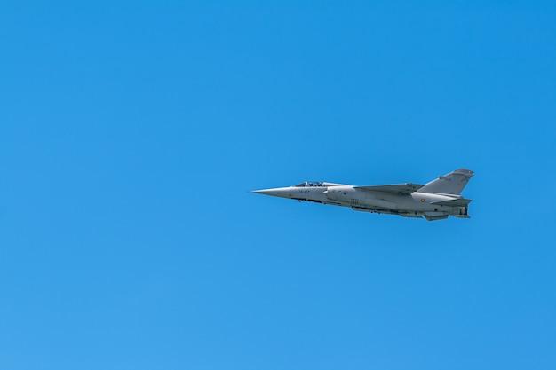 Vliegtuig mirage f-1 Premium Foto