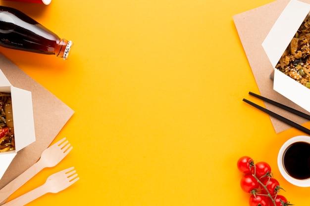 Voedselkader met aziatische schotel Gratis Foto