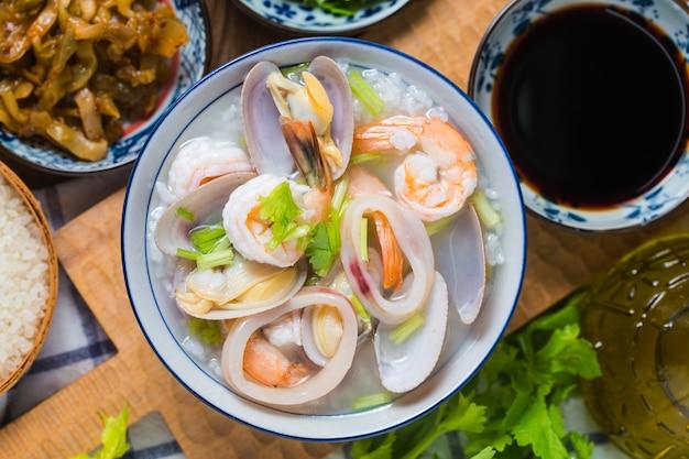 Voedzame en heerlijke zeevruchten Premium Foto