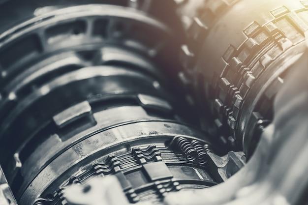 Voertuig auto versnelling roterende koppeling close-up binnen motor Premium Foto