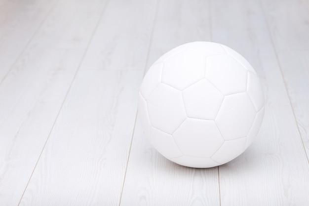 Voetbal geïsoleerd op wit Premium Foto