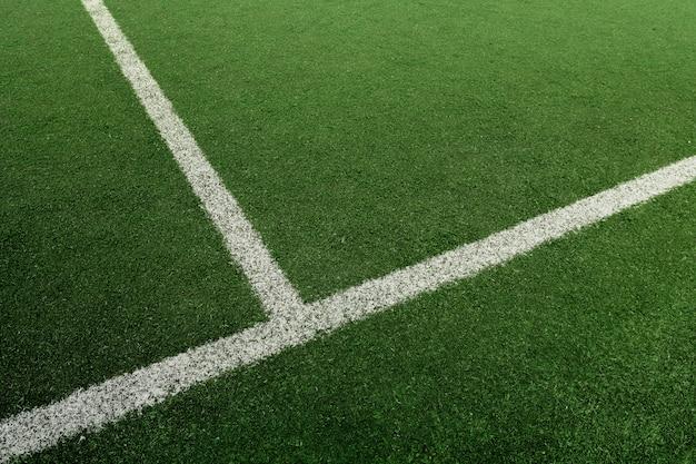 Voetbal of voetbalveld met witte lijn Premium Foto