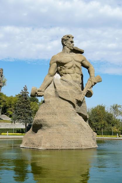 Volgograd, rusland: historisch en herdenkingscomplex het monument, stand to death genoemd Premium Foto