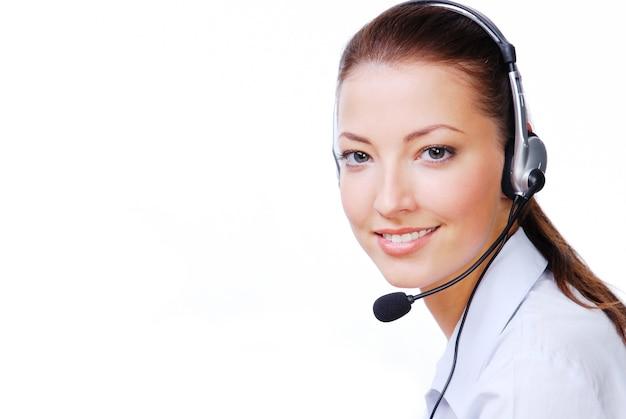 Volwassen aantrekkelijke operator in de hoofdtelefoon. Gratis Foto
