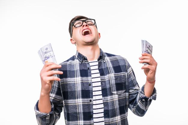 Volwassen man is verrast om veel geld te winnen in de loterij Gratis Foto