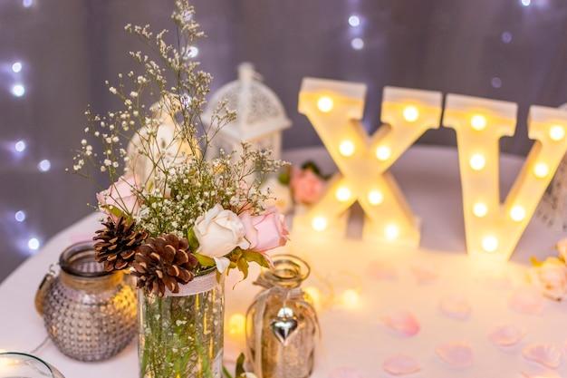 Vooraanzicht compositie voor quinceañera party op tafel Gratis Foto