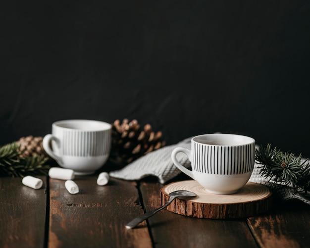 Vooraanzicht cups met marshmallows Gratis Foto