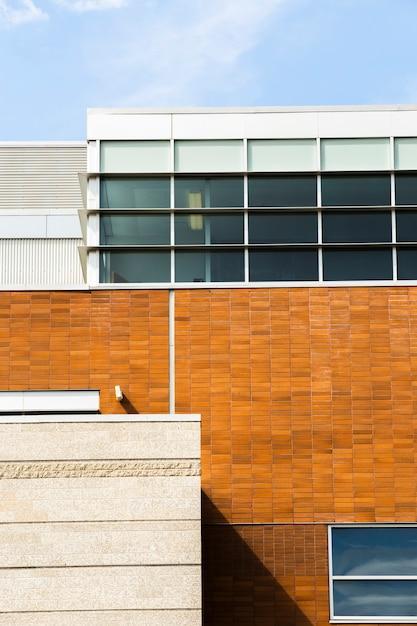 Vooraanzicht gebouw met bakstenen en steen Gratis Foto