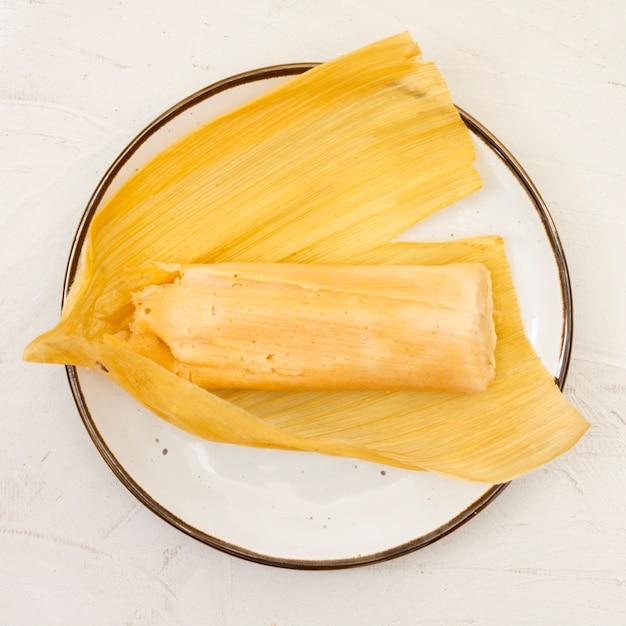 Vooraanzicht gekookte maïs op plaat Gratis Foto