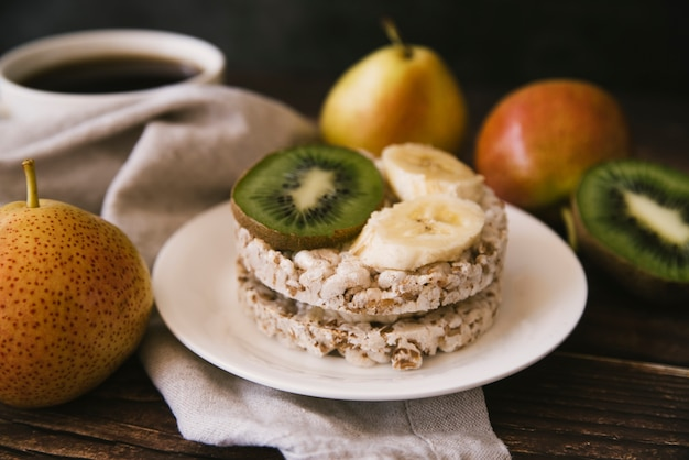 Vooraanzicht gezond fruitontbijt Gratis Foto