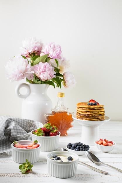 Vooraanzicht heerlijk ontbijt Gratis Foto
