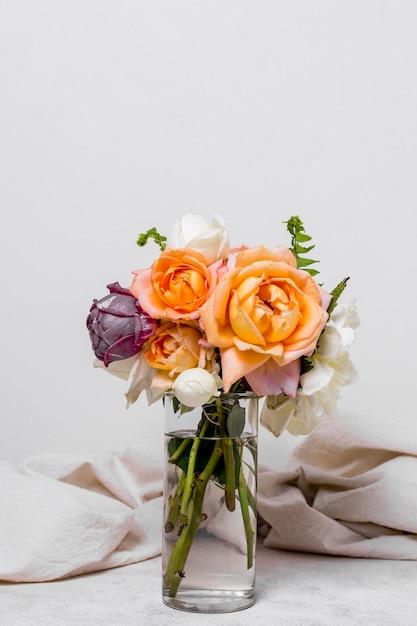 Vooraanzicht schattig boeket rozen Gratis Foto