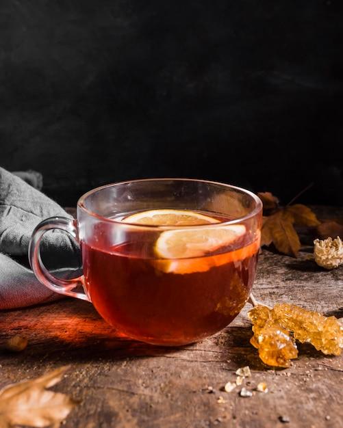 Vooraanzicht thee met schijfjes citroen Gratis Foto