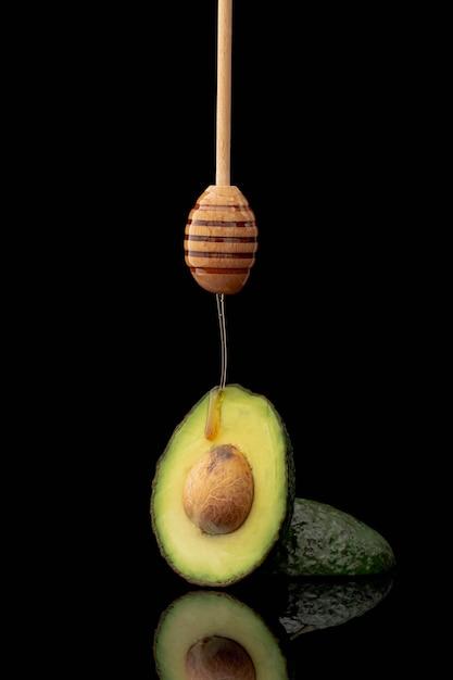 Vooraanzicht van avocado en honingsdipper Gratis Foto
