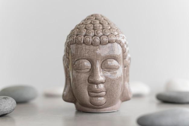 Vooraanzicht van boeddha hoofd standbeeld Gratis Foto