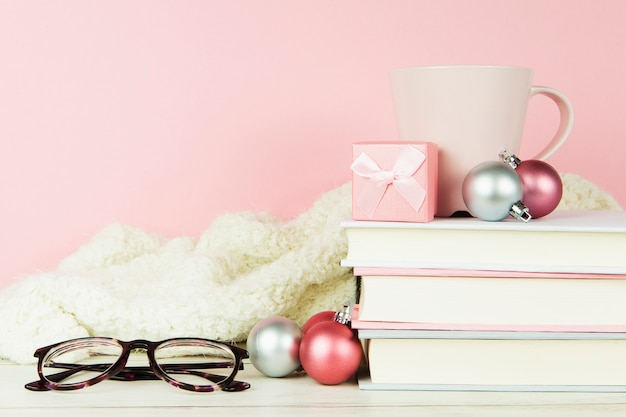 Vooraanzicht van boeken en glazen Gratis Foto