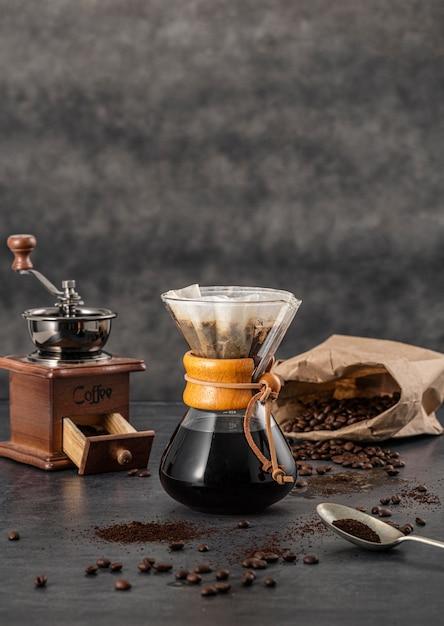 Vooraanzicht van chemex met koffie en exemplaarruimte Gratis Foto