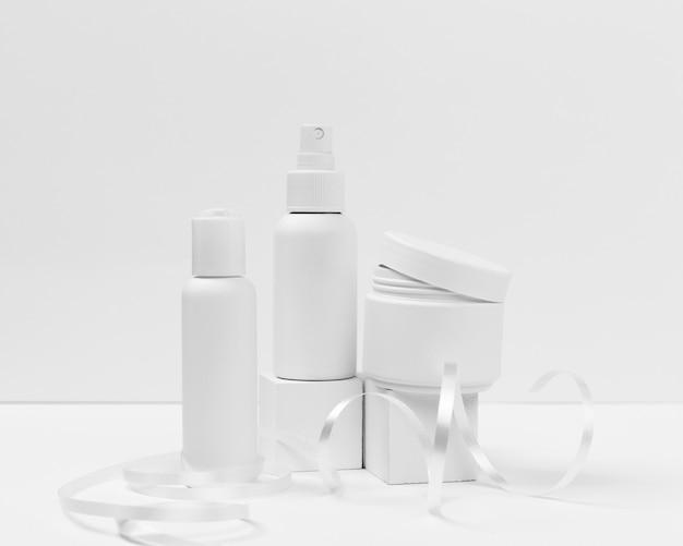 Vooraanzicht van cosmetische producten met kopie ruimte Gratis Foto