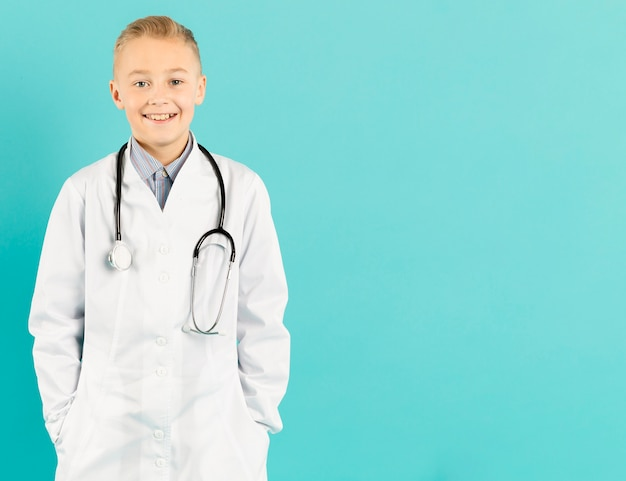 Vooraanzicht van de jonge dokter Gratis Foto