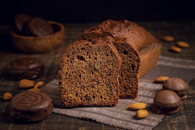 Vooraanzicht van gebakken plakjes cake Gratis Foto