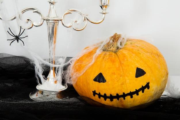 Vooraanzicht van halloween-pompoenconcept Gratis Foto
