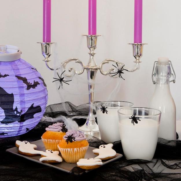 Vooraanzicht van halloween snoepjes concept Gratis Foto