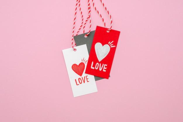 Vooraanzicht van liefde concept tags Gratis Foto