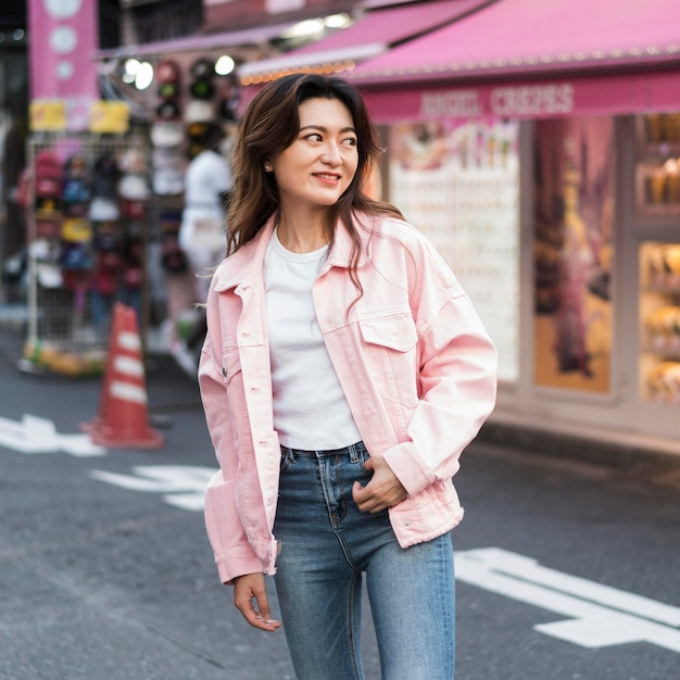 Vooraanzicht van mooi meisje in japan Gratis Foto