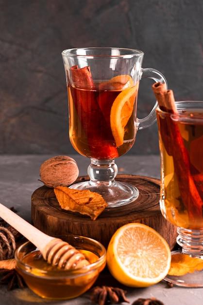 Vooraanzicht van thee met kaneel Gratis Foto