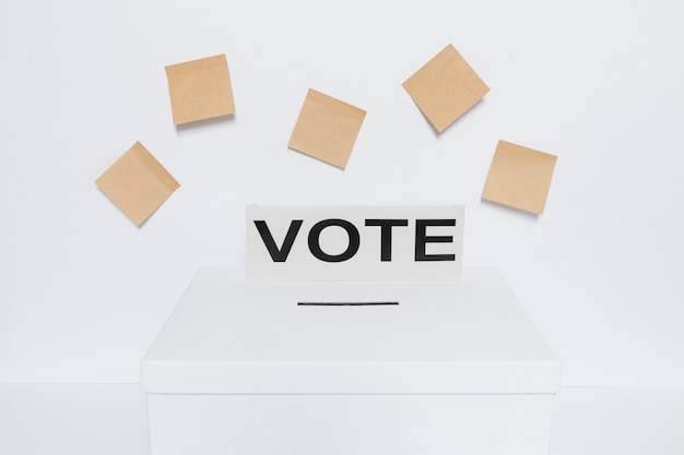 Vooraanzicht van verkiezingenconcept met exemplaarruimte Gratis Foto