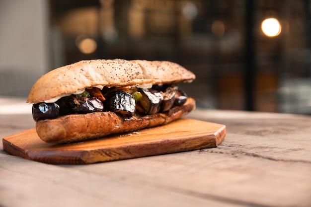 Vooraanzicht vegetarisch broodje Gratis Foto