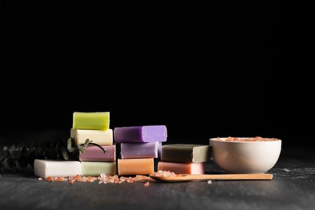 Vooraanzicht verschillende soorten zelfgemaakte zeep Gratis Foto