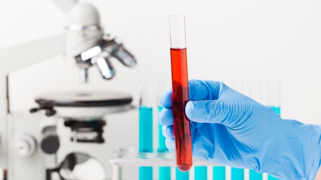 Vooraanzicht wetenschappelijke elementen arrangement in lab Gratis Foto