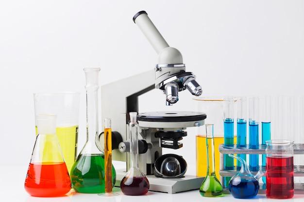 Vooraanzicht wetenschappelijke elementen met chemische samenstelling Gratis Foto