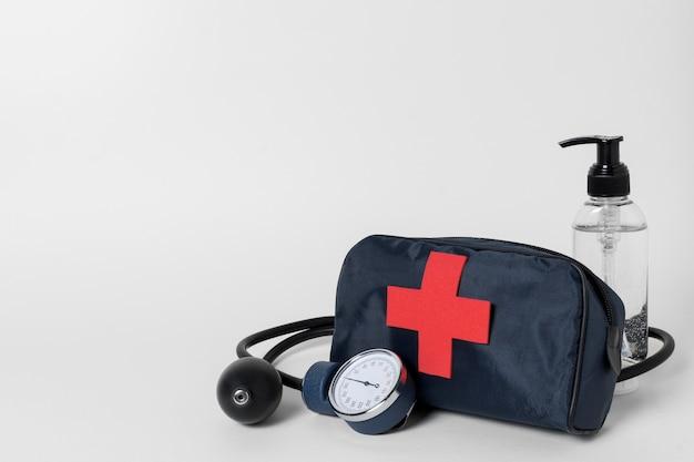 Vooraanzichtregeling van medische stillevenelementen Gratis Foto