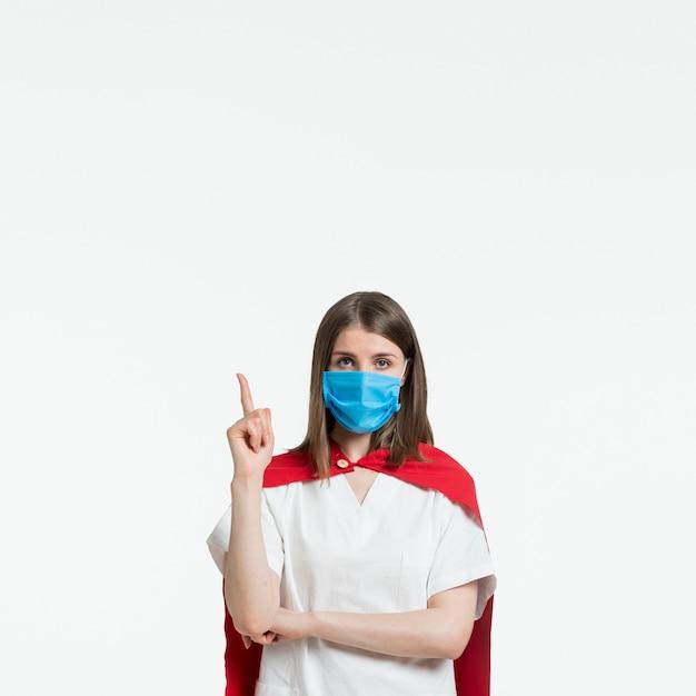 Vooraanzichtvrouw met medisch masker Gratis Foto