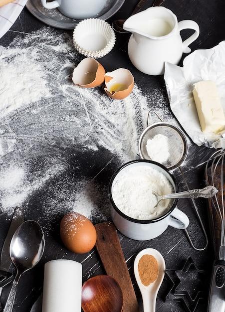 Voorbereiding die keukeningrediënten voor het koken bakken Gratis Foto