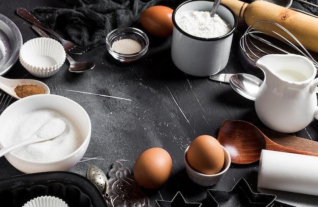 Voorbereiding die keukeningrediënten voor het koken van kader bakken Gratis Foto
