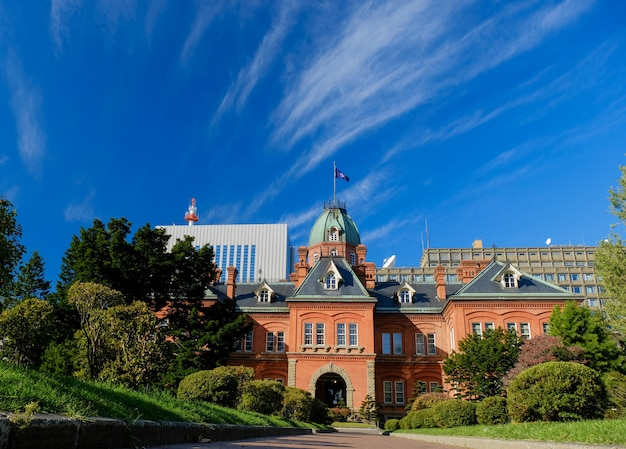 Voormalig regeringskantoor van hokkaido, een historisch gebouw en monument in sapporo Premium Foto