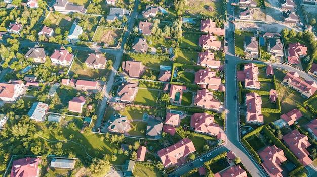 Voorraad luchtfoto van een woonwijk Premium Foto