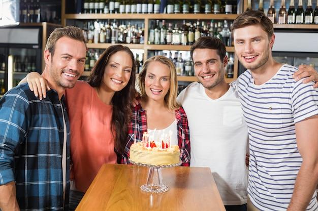 Vrienden vieren verjaardag Premium Foto
