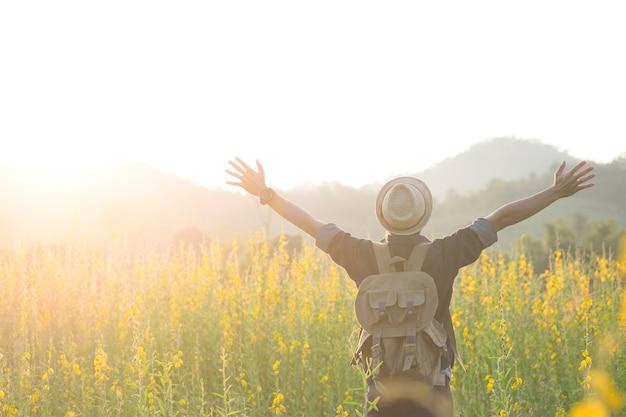 Vrijheid en ontspanning reizen buiten genieten van de natuur Gratis Foto