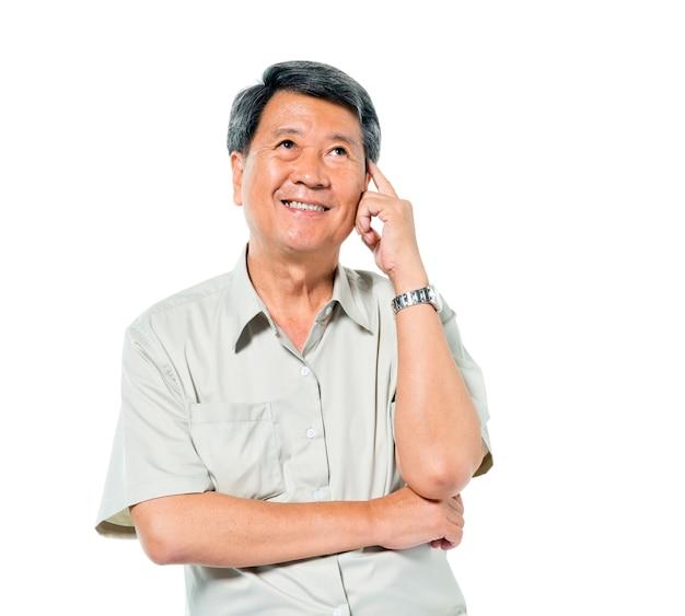 Vrolijke oude aziatische man denken Premium Foto